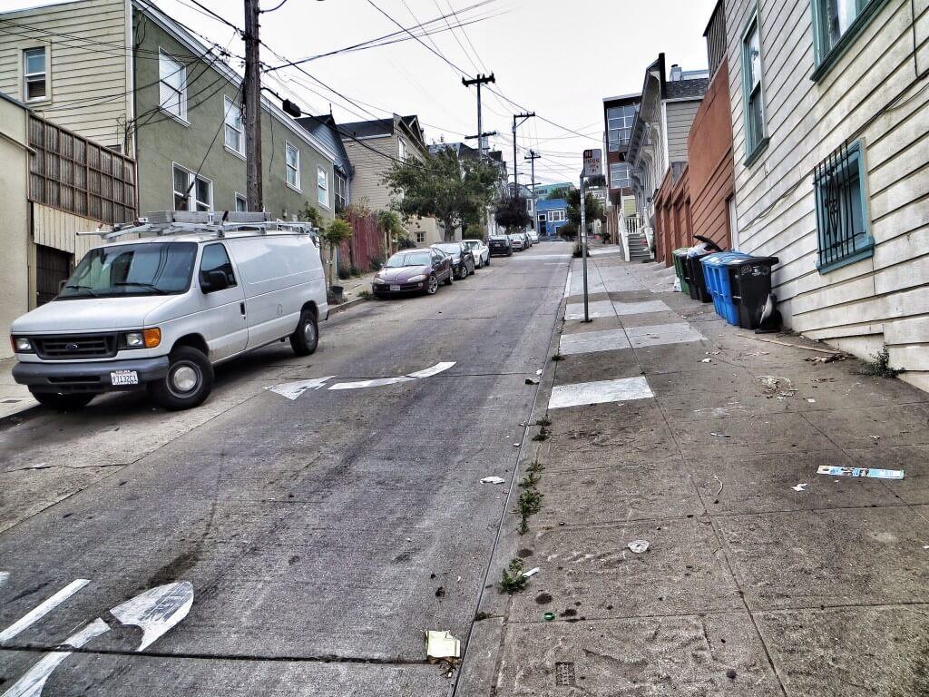 Kotikatumme York Street. Melko jyrkkää, kuten vähän jokapaikassa San Franciscossa.