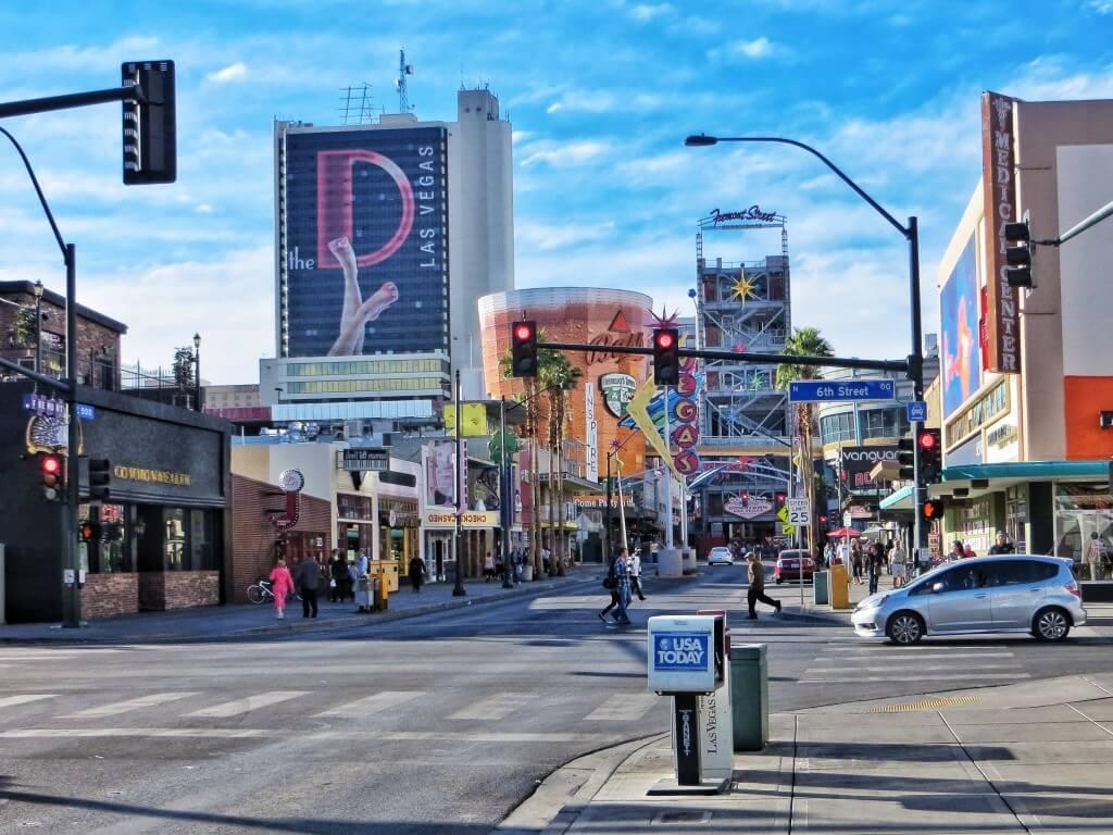 Varsinainen Las Vegas Downtown. The Strip onkin yllättäen enimmältä osaltaan Las Vegasin ulkopuolella, Clarkin piirikunnan alueella.