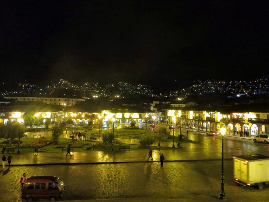 Plaza de Armas yöllä