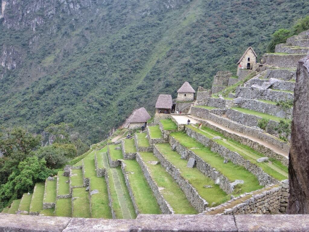 Kun tasaista maata ei ollut, inkat pengersivät vuorenrinteet ja saivat viljelysmaata