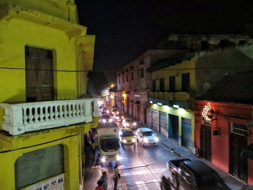 Getsemanin leveimmillä kaduilla liikenne on välillä hysteeristä