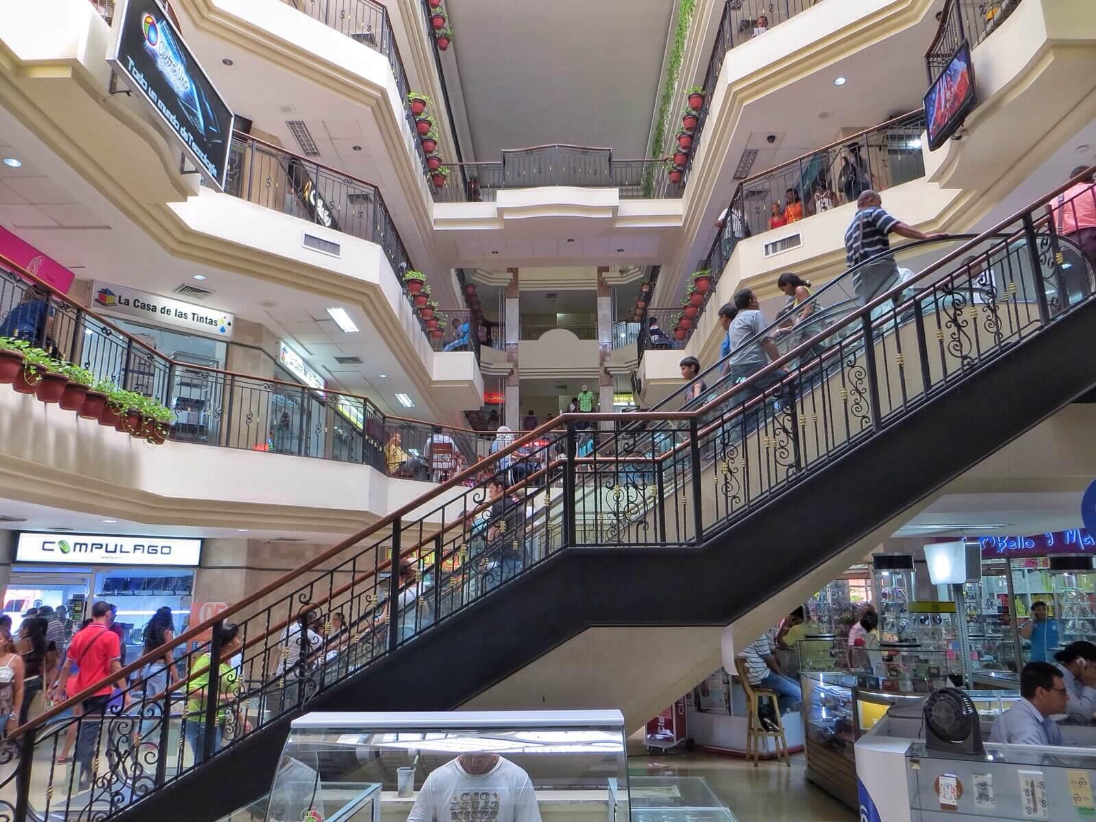 Ostoskeskukset täällä ovat paljon pienempiä kuin Panamassa