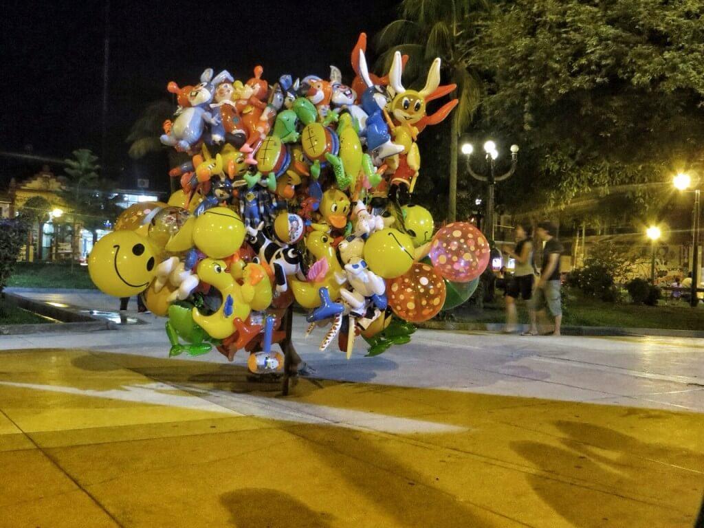 Ilmapallonmyyjä Plaza de Armasilla