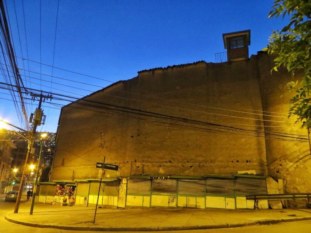 San Pedron vankila aivan kaupungin keskustassa.