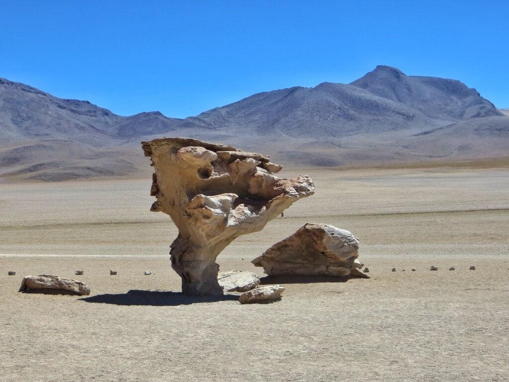 Tuulen muovaama kivi.