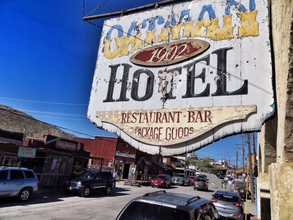 Oatman Hotel, Oatman, Arizona. Clark Gable ja Carole Lombard viettivät täällä kuherruskuukautensa vuonna 1939.
