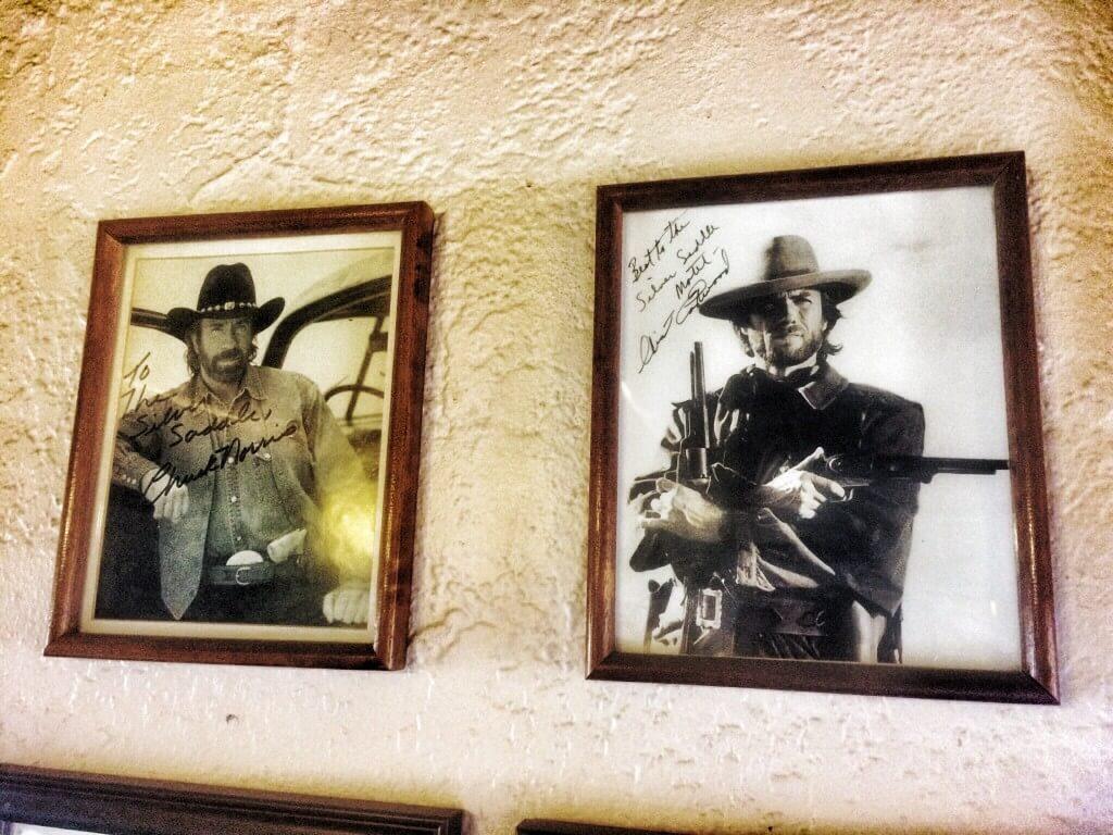 Terveiset Chuckin veljeltä ja ClintIn assarilta. Silver Saddle Motel, Santa Fe, NM.