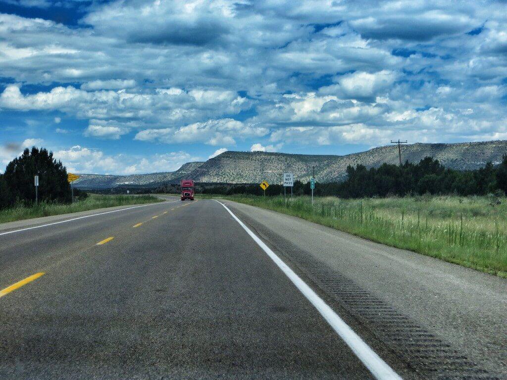 Kohti vuoria ja Santa Fetä.