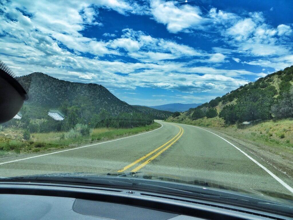 Turquoise Trail oli mukavaa vaihtelua preerian läpi kulkeviin viivasuoriin teihin.