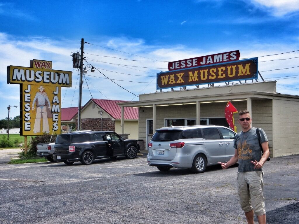 Jesse James -vahakabinetti, Stanton. Harmi kyllä, valokuvaaminen oli kielletty. Ammeessa istuva cousin Zeke oli suosikkimme.