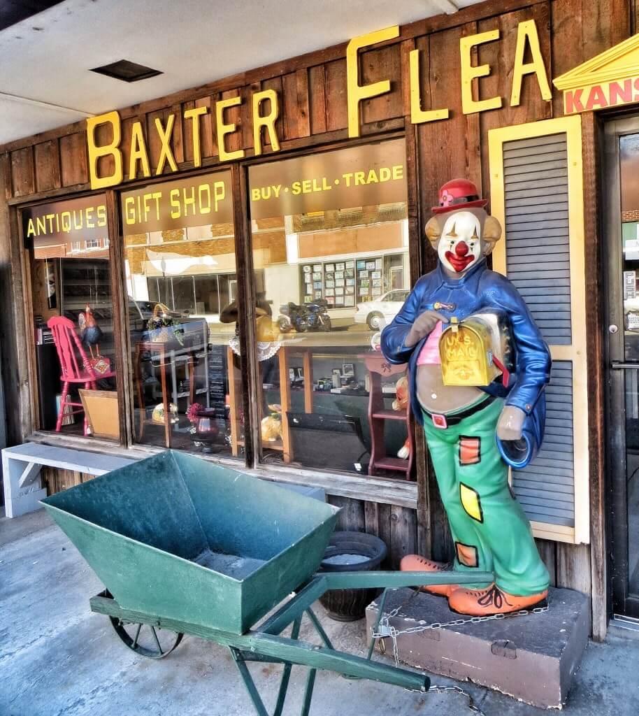 Baxterin kirpputori oli vielä suljettu.