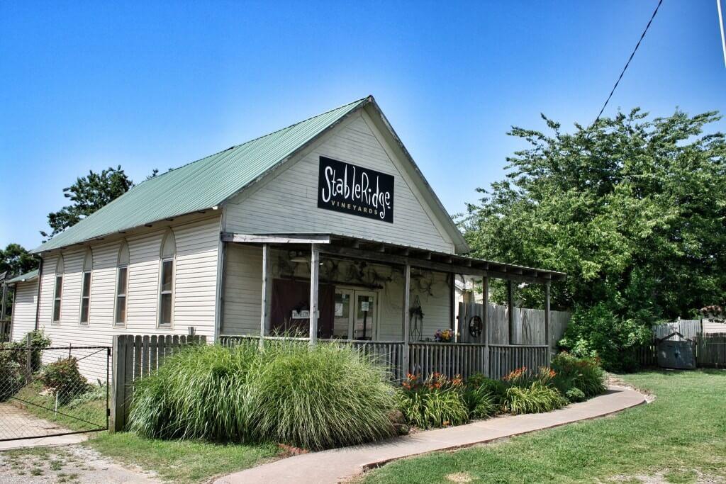 StableRidge Winery pitää majaa vuodelta 1902 olevassa entisessä kirkossa. Stroud, OK.