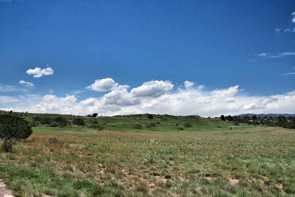 Tuon kukkulan kohdalla oli joskus viisikerroksinen talo. Pecos Pueblo, NM.