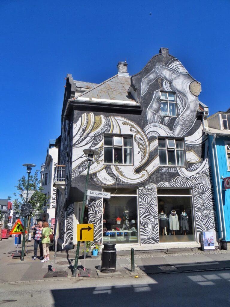 Laugarvegur, Reykjavikin pääostoskatu.